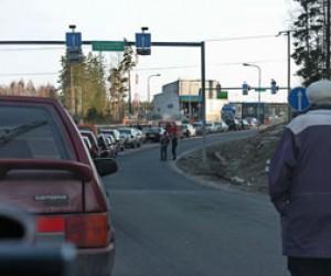 Пробка на контрольно-пропускном пункте в Брусничном