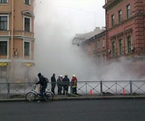 Возле офиса Навального прорвало трубу с кипятком