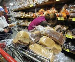 В торговых сетях Петербурга продаются опасные продукты