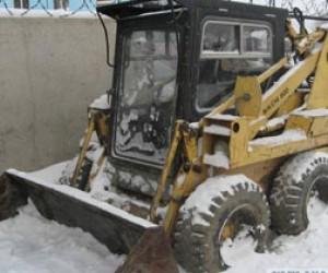 В Питере убирают снег полторы тысячи людей и техника