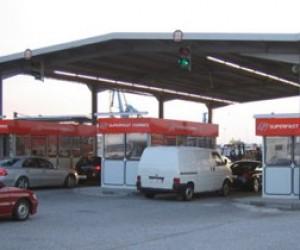 На границе с Финляндией автомобилисты простаивают больше часа