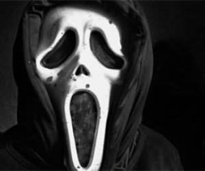 На пятиклассницу напал насильник в маске из фильма «Крик»
