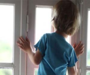 Ребёнок выпал из окна дома на Васильевском острове