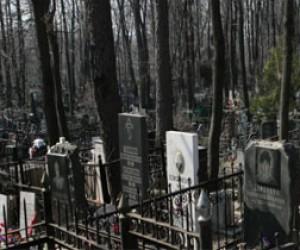 У кладбища обнаружили двоих мертвецов