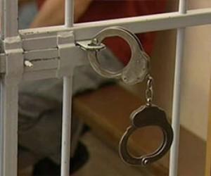 Четыре года тюрьмы за избиение полицейского
