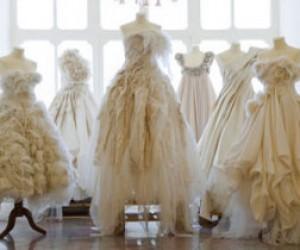 Приставы за долги арестовали свадебные платья