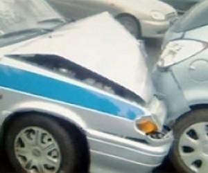 Служебное авто полицейского стало причиной двойного ДТП