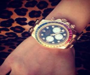 В Петербурге мужчина украл из магазина часы за 90 тысяч