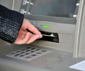 Питерец снял с чужой карты 50 тысяч рублей