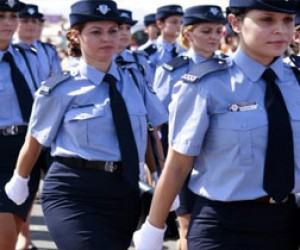 Женщине-полицейскому сломали нос