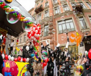 День смеха и клоун-парад в Питере
