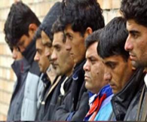 Питерец «легализовал» 17 мигрантов