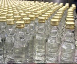 Опасный алкоголь изъяли с оптового рынка на Софийской
