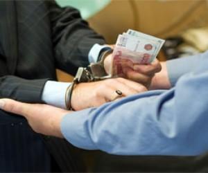 Бывшего следователя поймали на взятке