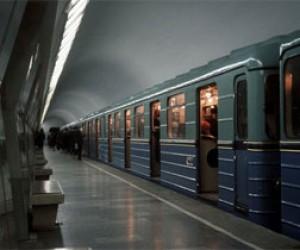 На синей ветке метро застрял поезд