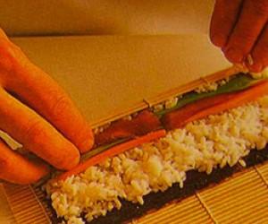 Школьники научатся печь блины и готовить роллы