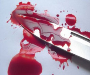 Маленькая девочка ударила сестру ножом