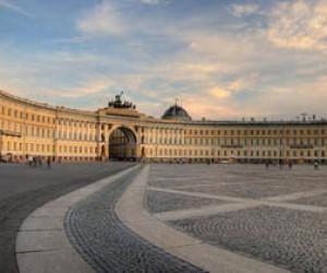Первое мая в Петербурге ознаменовалось огромными шествиями и невозможностью попасть на Дворцовую площадь