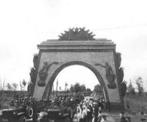 Триумфальная арка Победы в Петербурге