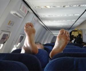 Питерец избил в самолёте двух стюардесс
