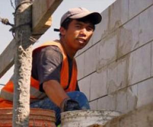 На питерской стройке погиб рабочий-таджик