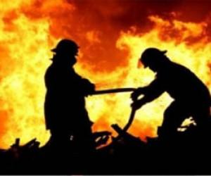Ангар с бытовой химией сгорел во Фрунзенском районе