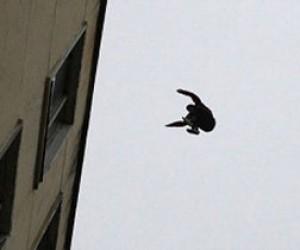 Парень упал с 18 этажа
