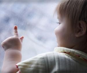 Трое малышей выпали из окон за одни сутки