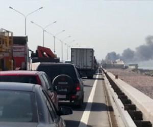 Столкновение на дамбе: горящий бензовоз