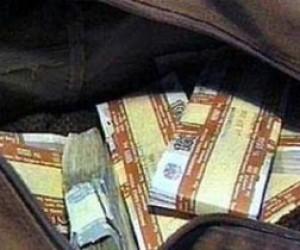 У питерского бизнесмена на улице отобрали 7 миллионов рублей