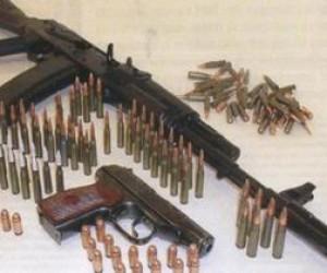У питерца нашли 2 гранаты и 6 тысяч патронов