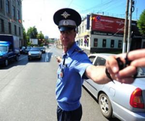 Хулиган покусал питерских полицейских