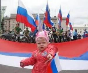 Питер отметил День флага России