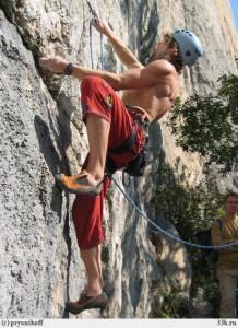 Экстремальной  съемке обучают фотографов, на скалах в Ленобласти.