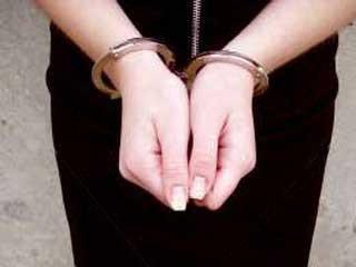 Молодая женщина задержана по подозрению в педофелии.