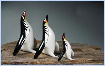 Пингвины зарабатывают деньги на новогодние подарки