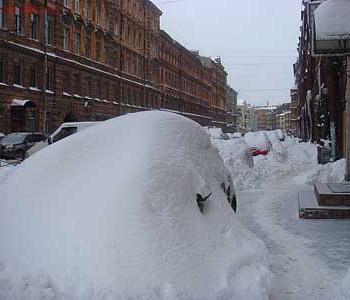Воскресный снегопад лишил должностей петербургских чиновников.