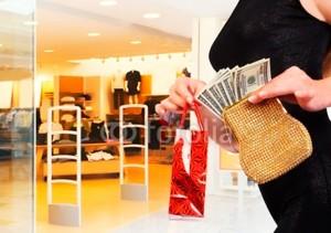 Петербуржцы стали отказываться от крупных покупок