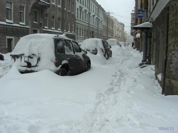 В Петербурге идет круглосуточная уборка снега